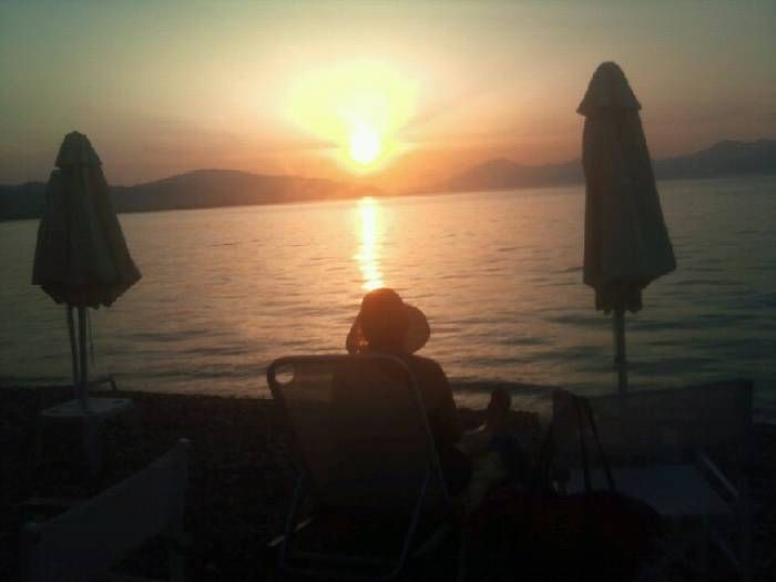 """VICKY A. - AUSTRALIA-ΕΚΠΡΟΣΩΠΟΣ ΤΗΣ ΕΛΛΑΔΑΣ:The perfect photo taken at """"Aigio"""", after a long trip from Australia we found serenity at the most peaceful, perfect sunset."""