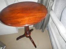 wonderful condition Victorian Mahogany oval tripod side table R1580