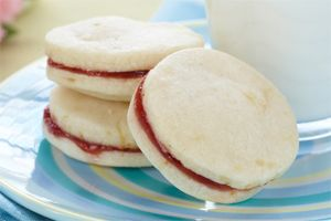 Lemon Shortbread Sandwich Cookies- Looking for a sweet and lemony treat? These shortbread cookies are sandwiched together with yummy jam.