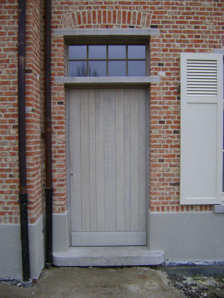 Voordeur: metselwerk boven deur + arduinsteen