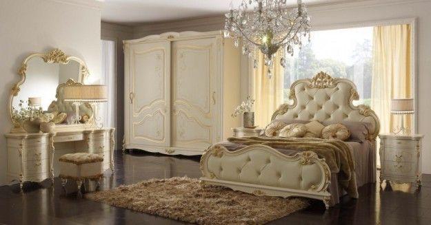 Gruppo dorato - Comò e comodini sinuosi e dai dettagli dorati per arredare la casa in stile liberty