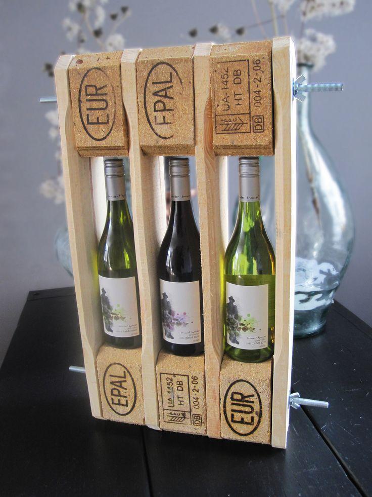 https://flic.kr/p/e6amnK | Cadeauverpakking 'Pallet' voor wijn | Te koop | Dit is een unieke cadeauverpakking voor één of meerdere wijnflessen. Hij is gemaakt van pallets en kan simpel met de hand los worden gedraaid. Hier kun je mee aankomen op het volgende feestje ...   Like w00tdesign op Facebook voor een kijkje achter de schermen.        w00tdesign Oranjeboomstraat 64  4812 EK Breda E-mail: info@w00tdesign.nl