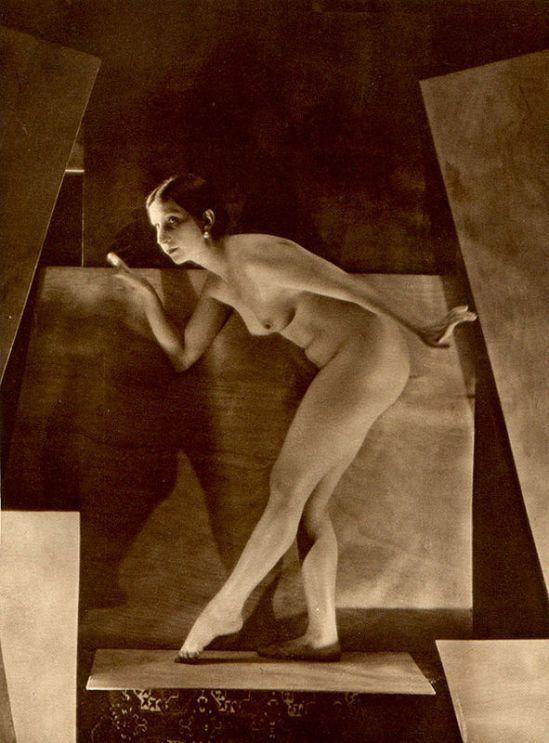 From La Beauté de la Femme14. Album du Premier Salon Internationale du Nu Photographique Paris. Daniel Masclet 1933