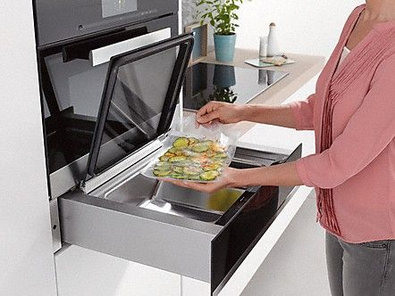 Miele's built-in Sous Vide Vacuum Sealing Drawer can be taken out completely to make it easier to load. Thanks to its stable telescopic runners, it can be easily taken out and put back in