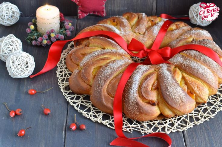 Ecco un dolce perfetto per le colazioni durante le feste di #Natale. Una ghirlanda gustosissima e da provare || Scopri la ricetta...