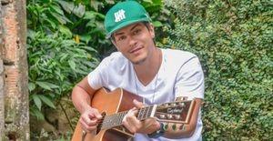 Arthur Aguiar começa o ano de 2013 com agenda repleta de trabalho - Arthur Aguiar será um dos destaques de 'Dona Xepa', da Rede Record, lança CD da banda F.U.S.C.A e se prepara para divulgar o disco em todo Brasil