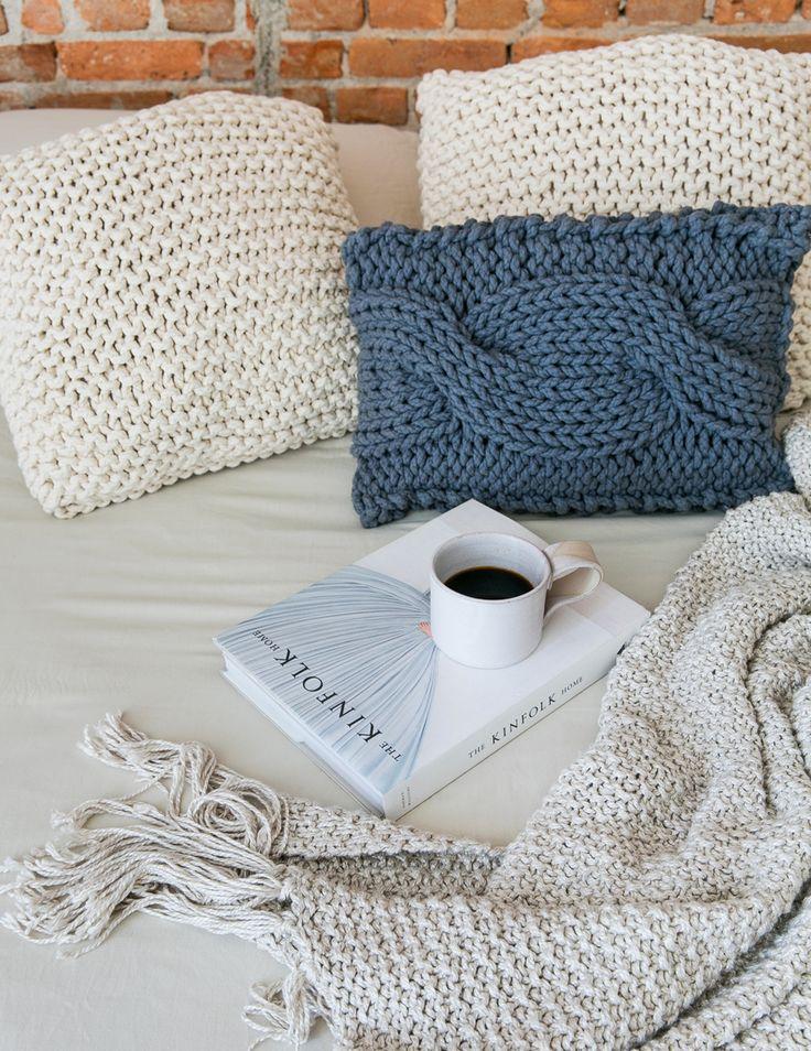 Nada como se aconchegar em almofadas de tricô artesanal - matéria em parceria com boobam.com.br