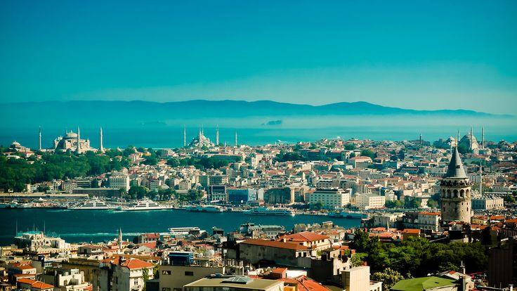 'In the mood for Istanbul' Film: Sertac Yuksel, Vocalist: Dolunay Obruk