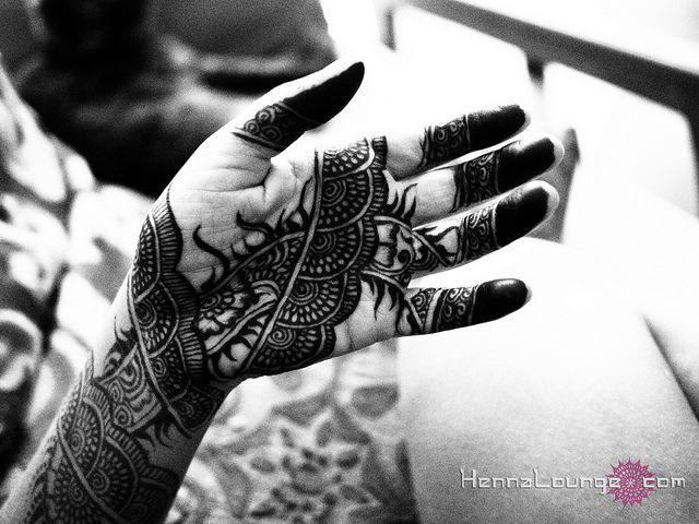 "The ""negative space"" in this pattern allows the henna to show up well even in a black and white photo."