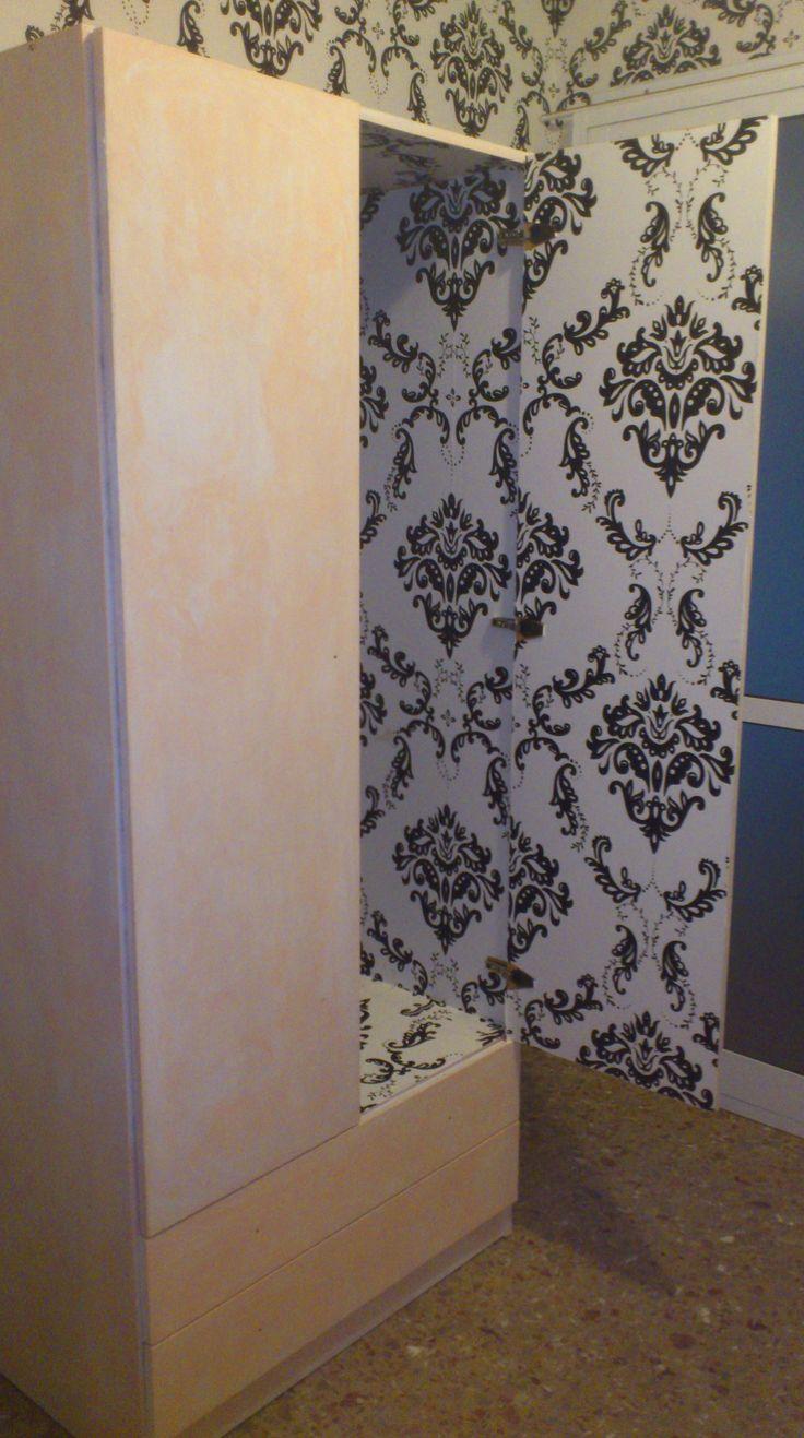armario de melamina empapelado por dentro y pintado