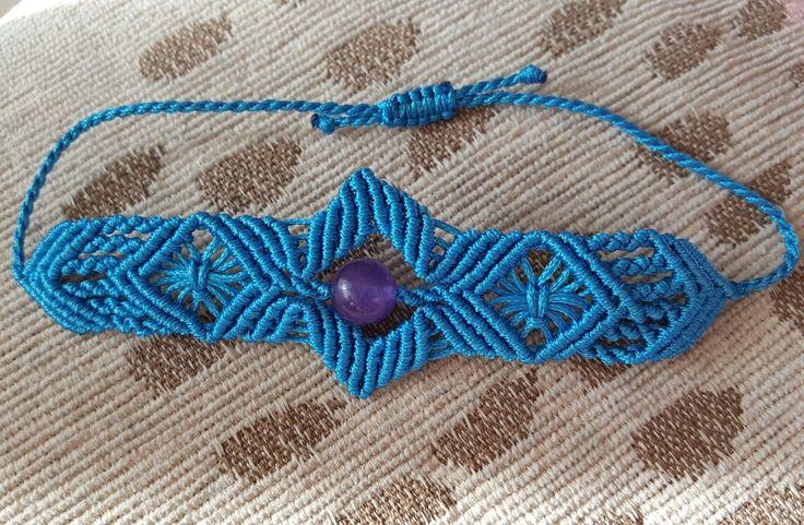 Linda pulsera en macramé con amatista. 😍😎 29cms de largo, 3.5 cm en su parte más ancha y 2cms en la parte delgada . $6.000.- #hechoamano #hechoconamor #artesania #accesorios #bisuteria #bisuteriaartesanal #pronoia #arte #pronoiarte #macrame #pulsera #brazalete #amatista #hilo #tevaaencantar #hechoenchile #artesaniachilena #chilesantiago #macramechileno #bisuteriachilena #diseñochileno