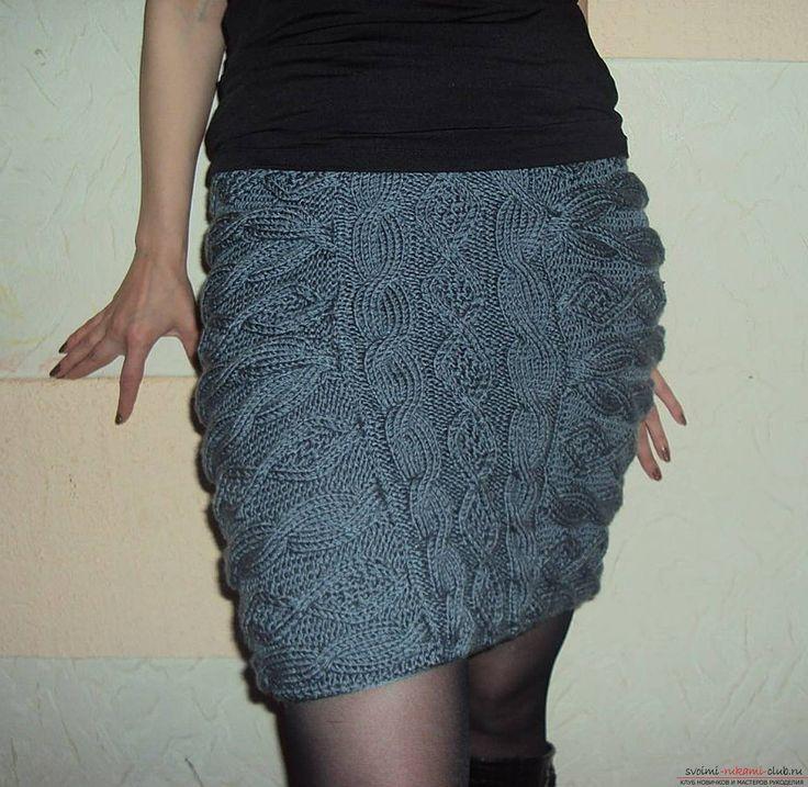 вязаная спицами женская юбка со жгутами. Фото №1