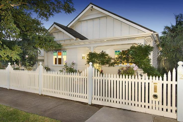 Cream and white californian bungalow exterior colour for Exterior paint ideas australia