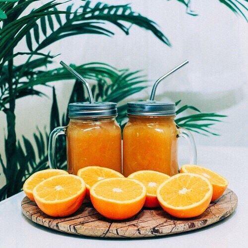 Que tal encher seu dia de energia e humor com um suco de laranja?! Além disso ele ajuda a purificar o organismo  #amo!!  xô preguiça e bora fazer um suquinho!! by alinepflores