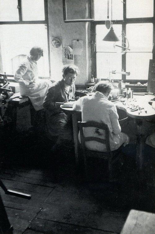 Marianne Brandt in the Metal workshop