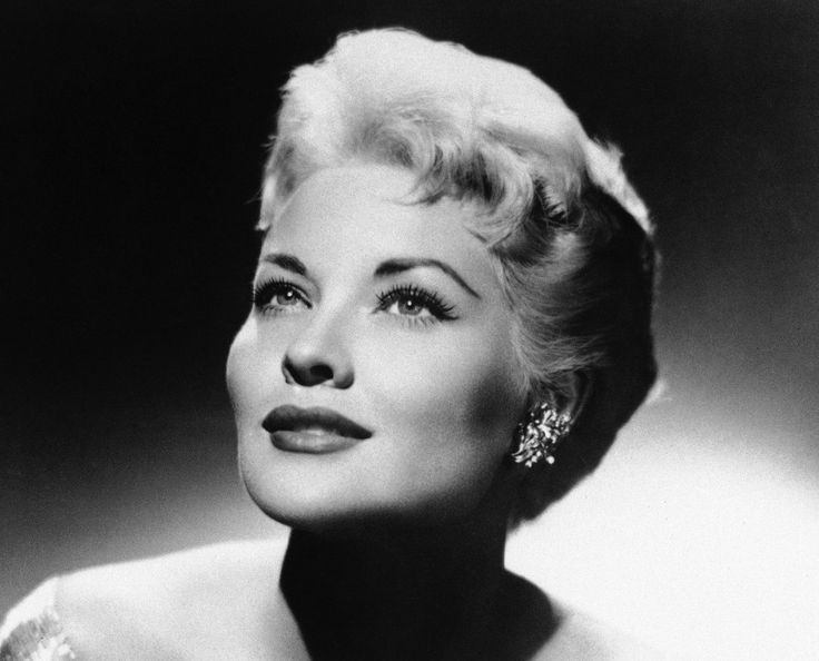 """Patti Page, the """"Singing Rage"""" who became one of the most successful female singers of all time with dozens of pop hits, such as """"Tennessee Waltz"""" and the irresistibly likable """"(How Much Is) That Doggie in the Window,"""" died January 1, 2013 in Encinitas, Calif. She was 85."""