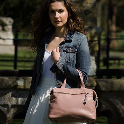 http://www.janehopkinsonbags.co.uk/totes/grace-leather-tote-bag/251-grace-pink-chalk-leather-tote-bag
