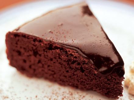 Suussa sulava suklaakakku - lisää ripaus suolaa - paistoaika 50min - päälle esim. kuivattuja mansikoita, pähkinöitä tai chiliä.