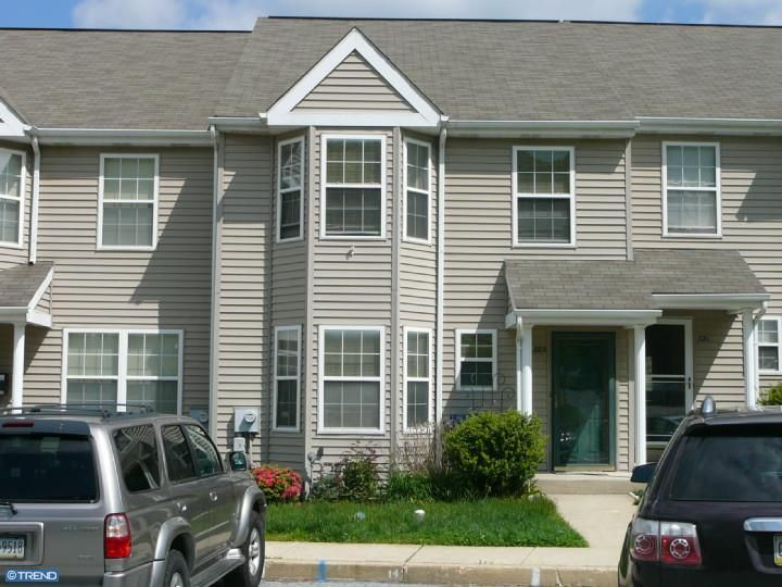 323 Jenville Court- Coastville PA this great town house has a great bright feel!