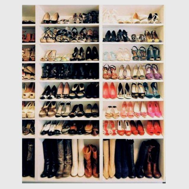 display the goods. Dus. Eerst zo'n kast zien te scoren & dan nog veeel extra schoenen!