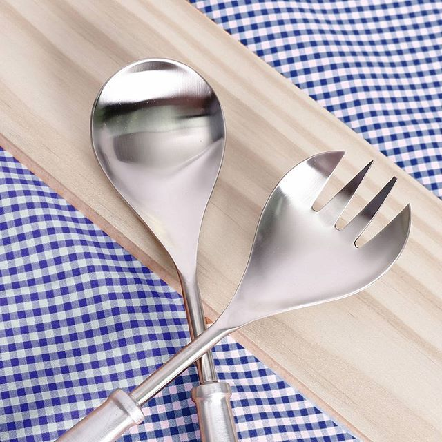 You do make friends with salad! Made with durable stainless steel these salad servers are the ideal gift for BBQ lovers!
