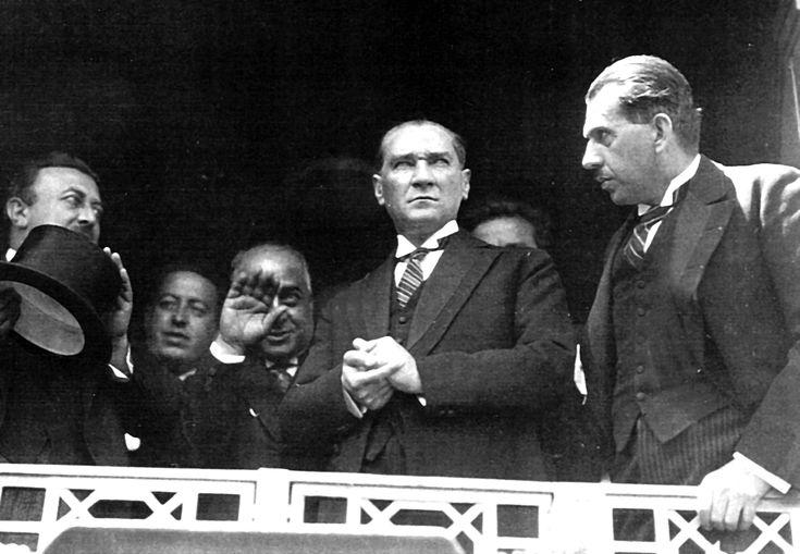 Atatürk İstanbul'da (1927)