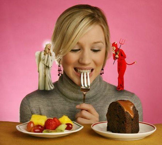 Часто мы слышим о вреде тех или иных продуктах, потом нас уверяют, что они совершенно не вредные, а даже полезные. Сбитые с толку люди, нагребают полные корзины еды, которую нельзя назвать полезной.