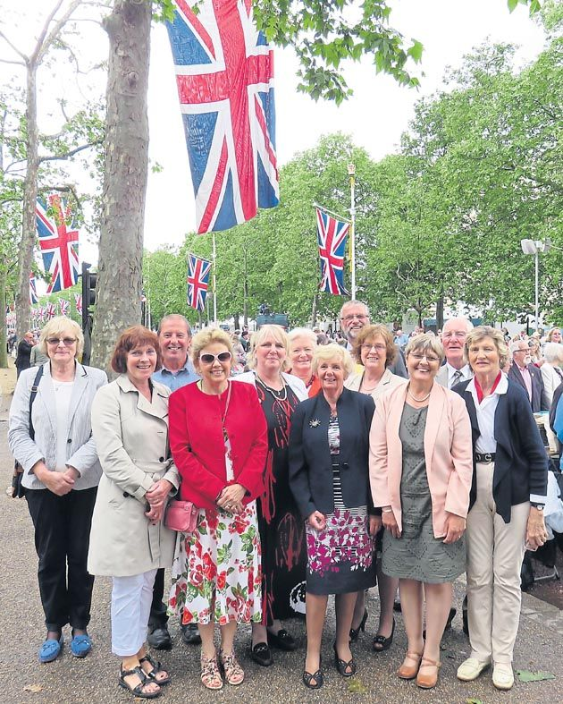 Yellow #Labrador Club joins in #Queen's #birthday celebrations #Queenat90 #dogs