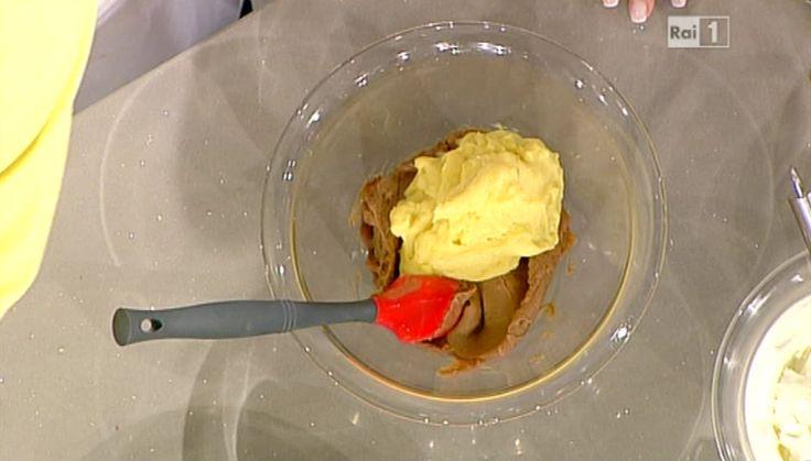 """La ricetta della crema pasticcera di Sal De Riso, il """"Re delle torte"""" della Prova del cuoco. Ingredienti e procedimento."""