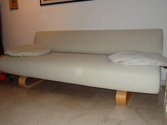Pi di 25 fantastiche idee su arredamento con divano - Piedi letto ikea ...