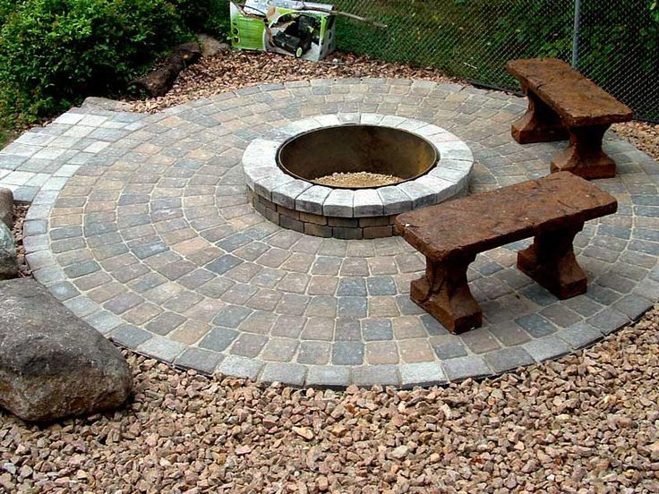 Best 25 paver fire pit ideas on pinterest fire pit with for Backyard brick fire pit