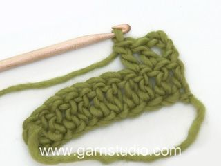 Crochet DROPS bag in Lin with flower in Lin and Muskat.