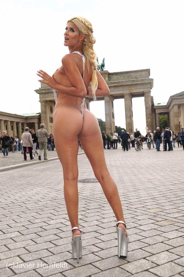 Micaela´s Nacktwerbung für das Oktoberfest 2015 | MICAELA SCHÄFER