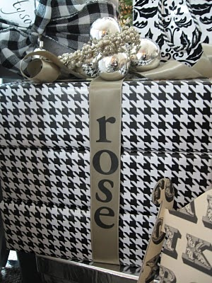 Love!: Amazing Bows, Black And White, White Wraps, Black Whit, Gifts Wraps, Christmas Black, Christmas Words, White Beautiful, Houndstooth Wraps