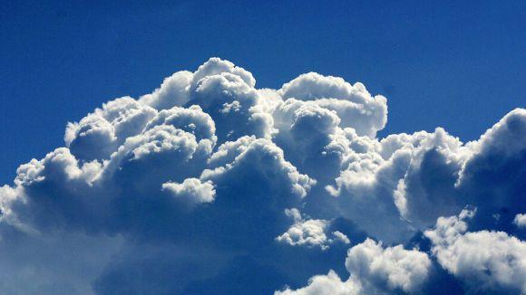 Testi: Tunnetko pilvet? | Yle Uutiset | yle.fi > kehittyvä ukkospilvi