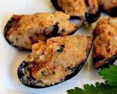 Cozze gratinate ricetta antipasto facile.Le cozze gratinate o arraganat si preparano velocemente grazie ad un piccolo segreto.Cozze gratinate alla tarantina