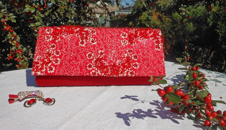 "Clutch ""Guelder Rose"": cashmere, wool, embroidery with beads and beads from Czech glass"