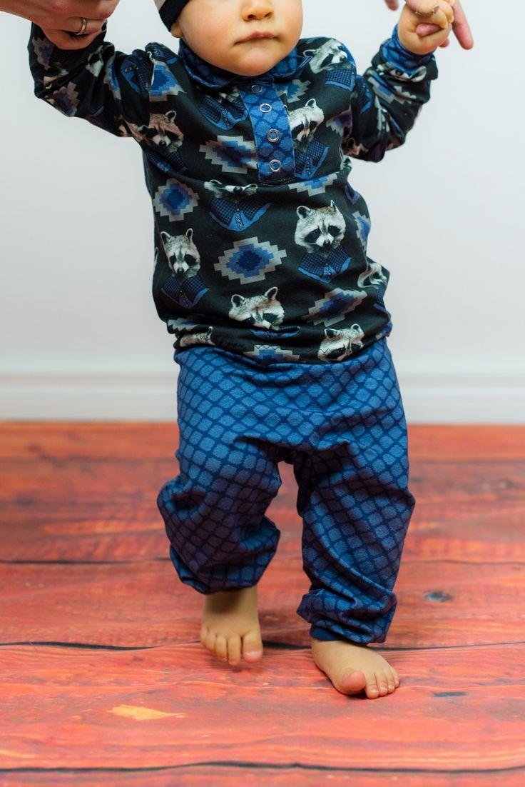 Party Baby! Mit diesem genähten Baby Set bestehend aus dem Freebook Babyhose RAS von Nähfrosch und dem kostenlosen Schnittmuster Poloshirt Kim. So macht nähen für Kinder Spaß! ;) Mehr dazu auf dem Blog!