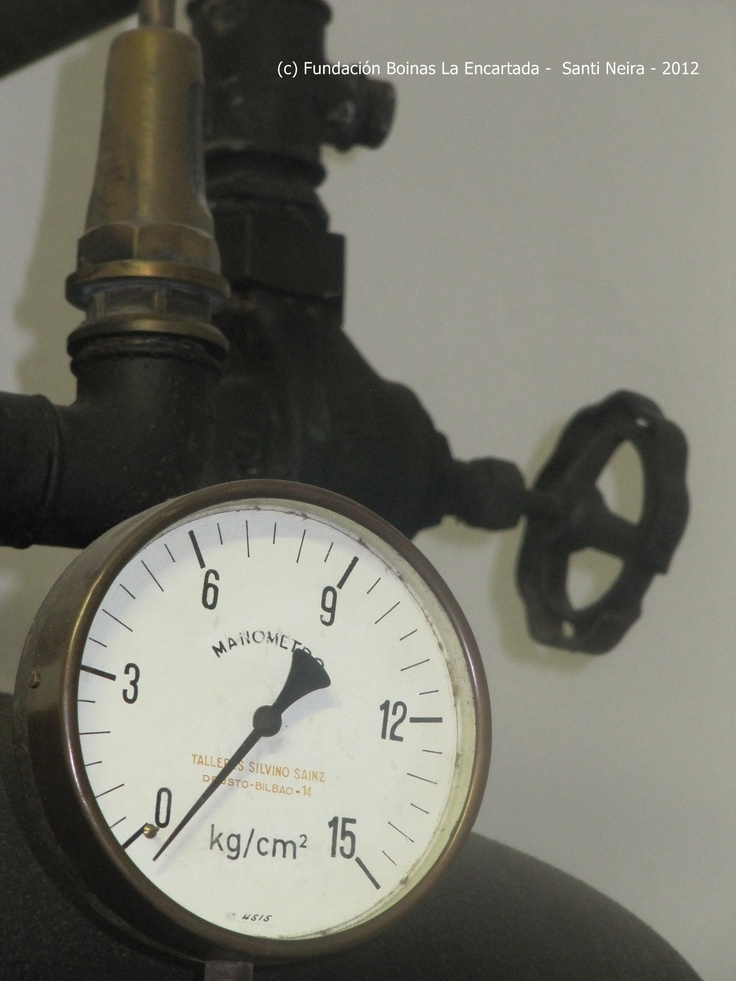 Detalle del manómetro de la caldera