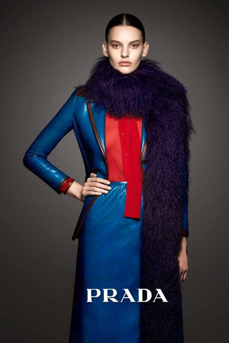 Prada, alta diva La belleza hierática e imponente de la modelo Amanda  Murphy ha servido para casar a la perfección la colección de otoño-invierno  2014 2015 ... 8b9b4f3620