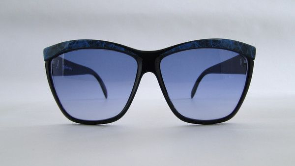 Piave 309 Black/Blue Sunglasses. Classic black/blue sunglasses from 80s by Piave. #vintage #vintagefashion #vintageframes #eyeglasses #sunglasses #vintagesunglasses #vintageeyeglasses #piave