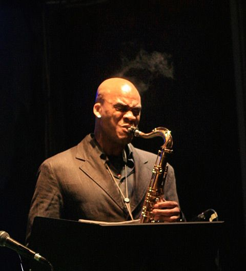 Hot smokin' jazz http://dordeduca.ro/impresii/sax_and_garana/9966
