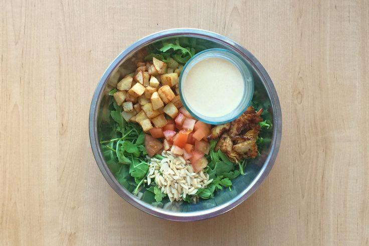 Salade aux Artichauts Croustillants et Patatas Bravas avec Roquette, Chèvre et Vinaigrette Chipotle