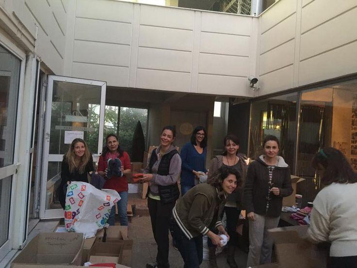 Μέσω των social media μάζεψαν 500 κούτες με πράγματα για τους πρόσφυγες - http://ipop.gr/themata/eimai/meso-ton-social-media-mazepsan-500-koutes-me-pragmata-gia-tous-prosfiges/