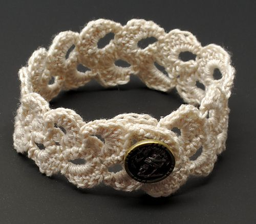 Double Scallop Lace Bracelet. or headband inspiration Crocheting. Beginner. Free Pattern.