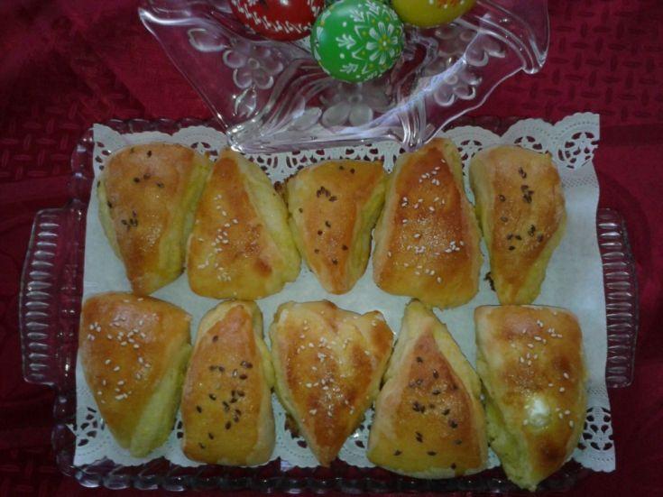 Fotorecept: Pagáče - trojuholníky s cesnakovou plnkou