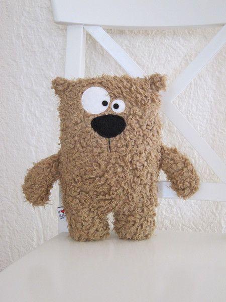 *Bussi..bussi..kuschel..drück..freu..knutsch..* ... ooohhhh... der arme kleine Bär sucht dringend ein neues kuscheliges Heim!! ...er ist ...
