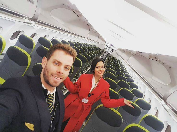 """A revista britânica Monocle colocou a TAP no Top 50 do turismo, classificando-a como a companhia aérea com a tripulação mais bonita do mundo. São """"simpáticos, acolhedores e multilingues""""."""