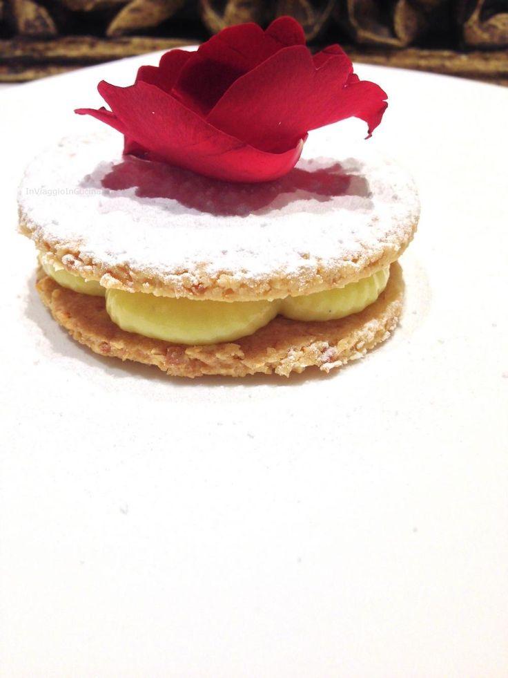 Cialde salate alle mandorle con crema pasticcera alla vaniglia ... E Buon San Valentino!