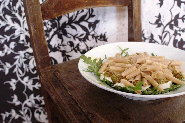 Budgetrecept: pasta pesto met tomatensalade